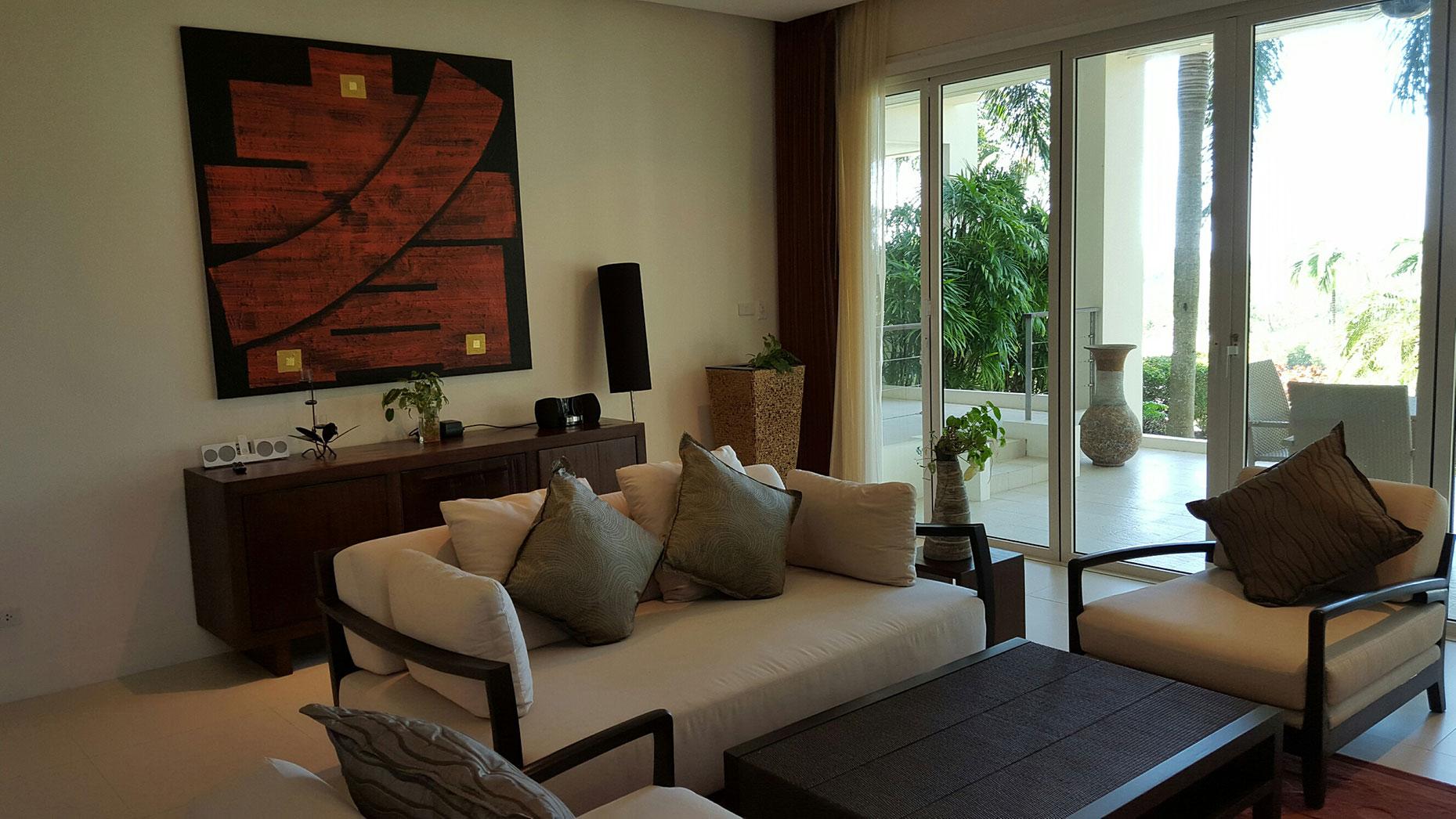 Large Layan Apartment