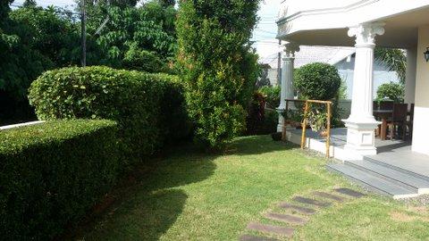 30 - garden front